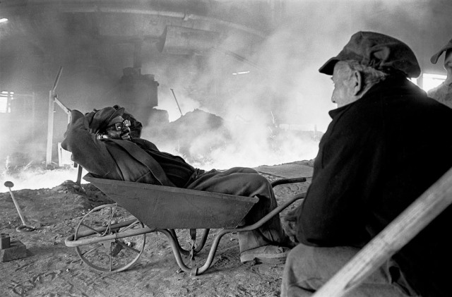 tapping the blast furnace Bilston, 1976
